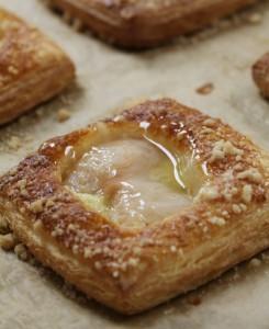 Fendu Boulangerie Lychee Streusel Danishw